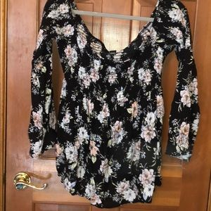 Did the shoulder long sleeve floral top